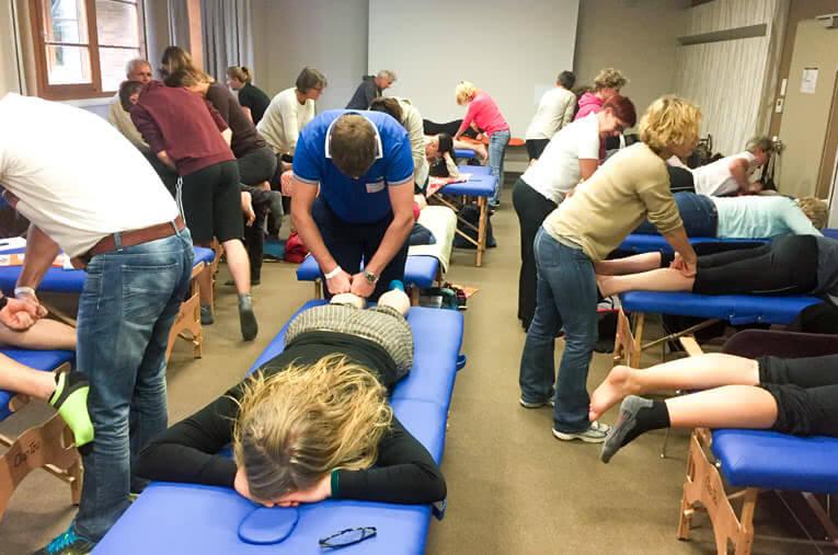 Einheitliche Massageliegen für Ihr Seminar / Ihren Workshop: inkl. Hin- und Rücktransport   Clap Tzu Akademie