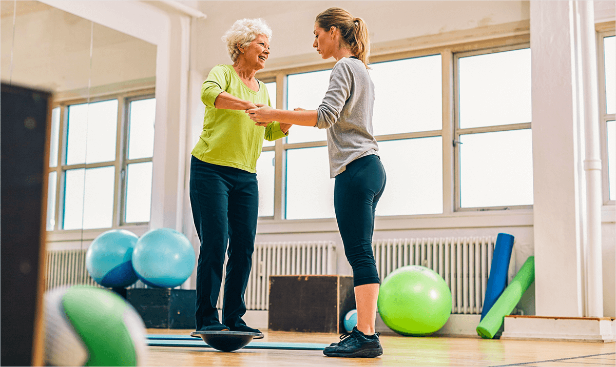balance-training-therapiekreisel-seniorin
