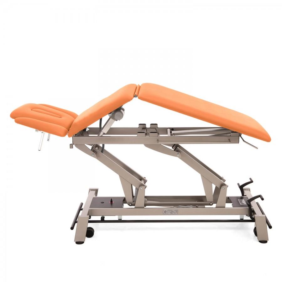 Stationäre Therapieliege mit elektrischer Dachstellung (Flexion) Stockholm mit 5-geteilter Liegefläche, Untergestell mit Radhebesatz (optional): Bezugsfarbe: PISA-orange